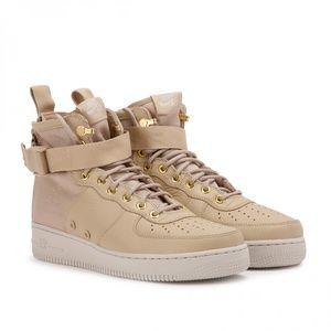 Nike SF Air Force 1 Utility Mid Sneakers